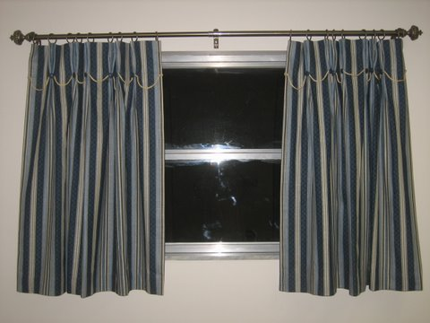 20 New curtain.JPG - 38544 Bytes
