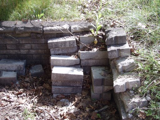 A new retaining wall will be built.JPG - 75390 Bytes